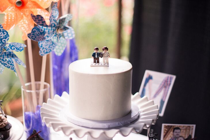 To showcase Matt's love of Star Wars, the cake topper was a pair of Star Wars Legos.