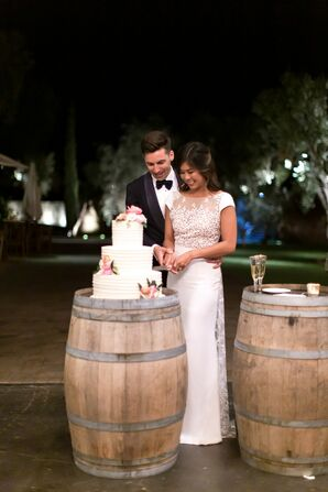 Rustic Cake Cutting with Wooden Barrels