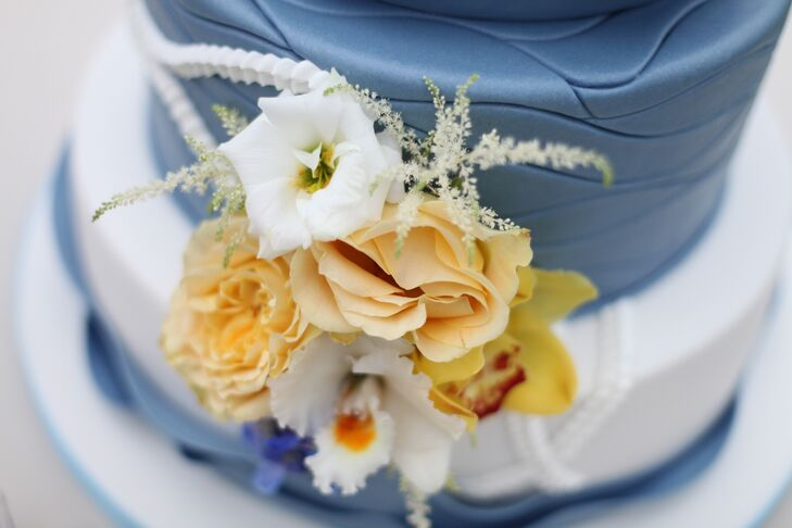 Garden Rose and Lisianthus Wedding Cake Flowers