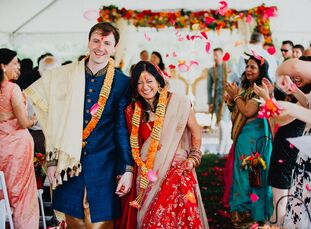 One year after physicians Anjuli Sinha (32) and Christopher (Chris) Campbell (32) got engaged, the pair wed at a Hindu ceremony, where they exchanged
