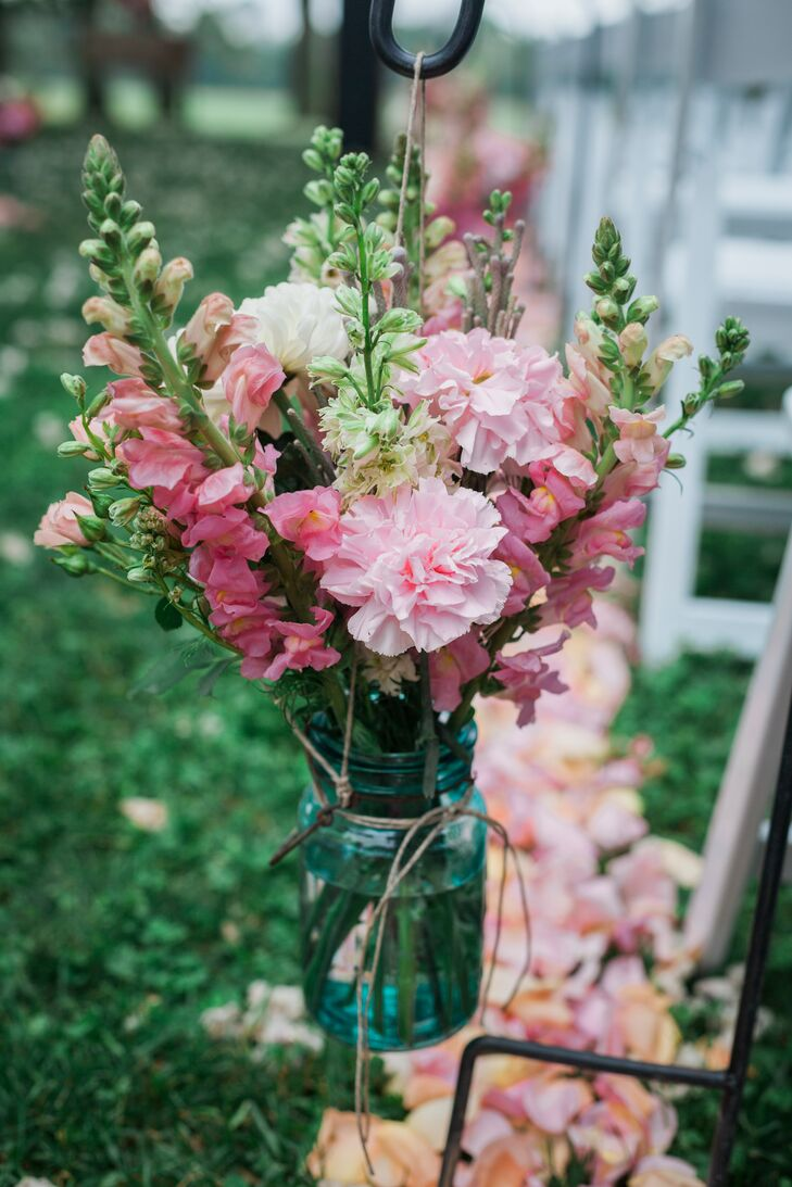 """Snapdragons were a must-have bloom for Megan, who associates the flower with her grandmother. """"She always had snapdragons in her garden,"""" she says. """"She passed away in 2011, so having her flowers represented at my wedding was a must."""""""