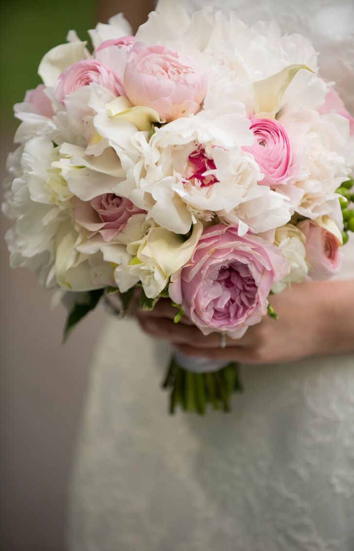 Marietta carried a fluffy mix of peonies, ranunculus, roses and calla lilies all in shades of ivory, blush and pink.