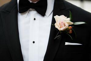 Blush Rose, Hypericum Berry Classic Boutonniere
