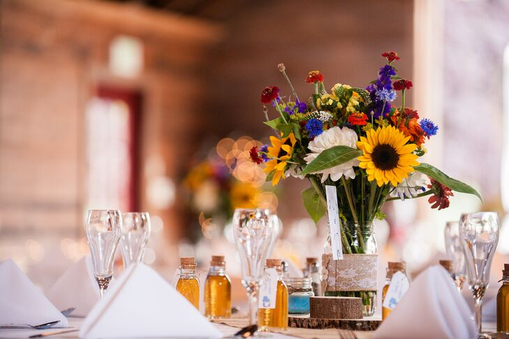 Simple Wildflower Centerpiece, Dining Table