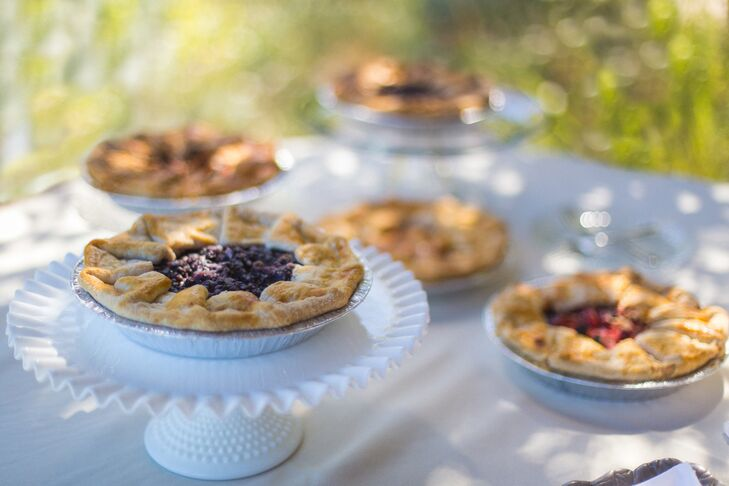 Instead of a traditional wedding cake, Abby, Ian and their guests enjoyed fresh fruit pie, including vegan and gluten-free options.