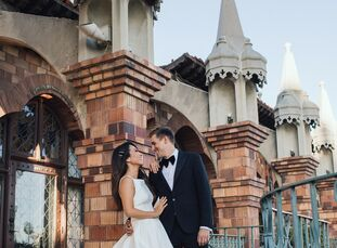 Janice and David Gott tied the knot at the historic Mission Inn Hotel & Spa in Riverside, California, which has stunning Spanish-inspired architecture