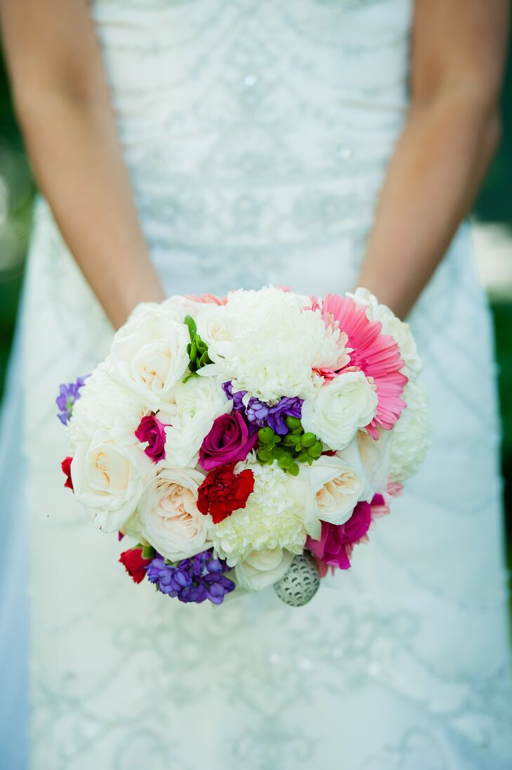 Jaycie held a colorful flower bouquet filled with roses, hydrangeas, peonies and daisies.