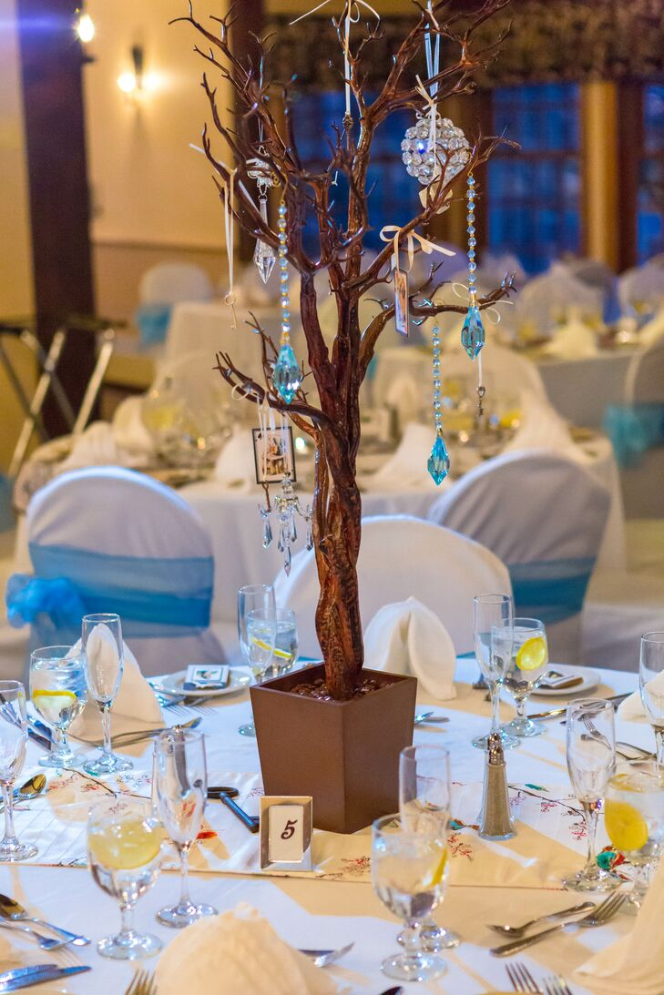 Since the wedding took place in winter, the couple skipped flowers entirely and instead used objects and tree branches as decorations.