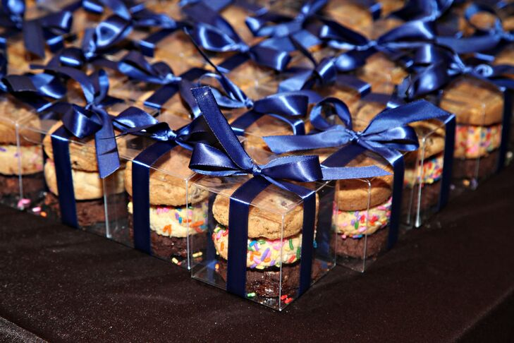 The couple gave guests individual assortments of cookies wrapped with navy bows at the end of the night as favors.