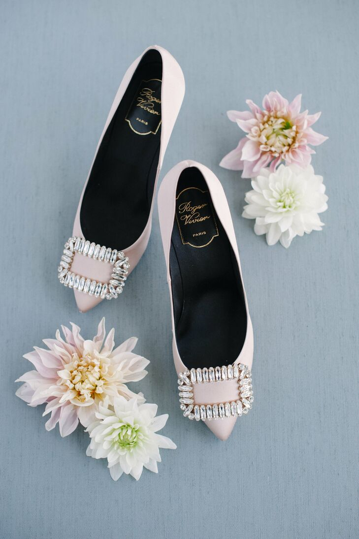 2d7523f8b9c4 Glamorous Pink Flat Shoes with Pointed Toe and Diamond Buckle
