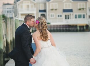 Although Karen Kuches (27, an IT assurance manager) and Joe Walus (28, a general contractor) went to the same high school and had a number of mutual f