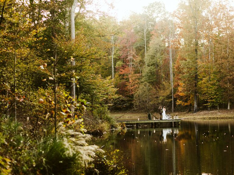 Friluftsliv wedding couple surrounded by fall foliage and pond