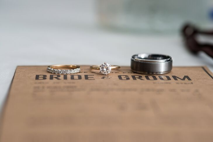 Van proposed to Lauren with his grandmother's ring: a round-cut solitaire set on a gold band.