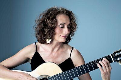 Annalisa Ewald Classical Guitarist