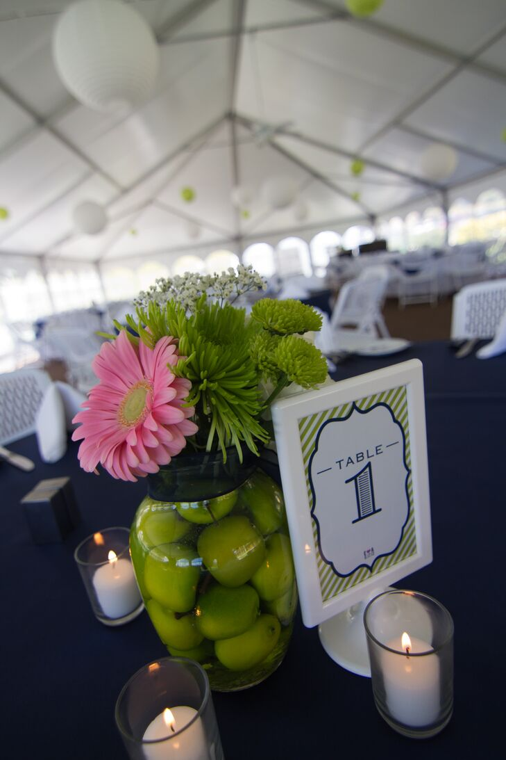 A large pink Gerber daisy stood on top of a jar of green apples for the unique centerpieces.