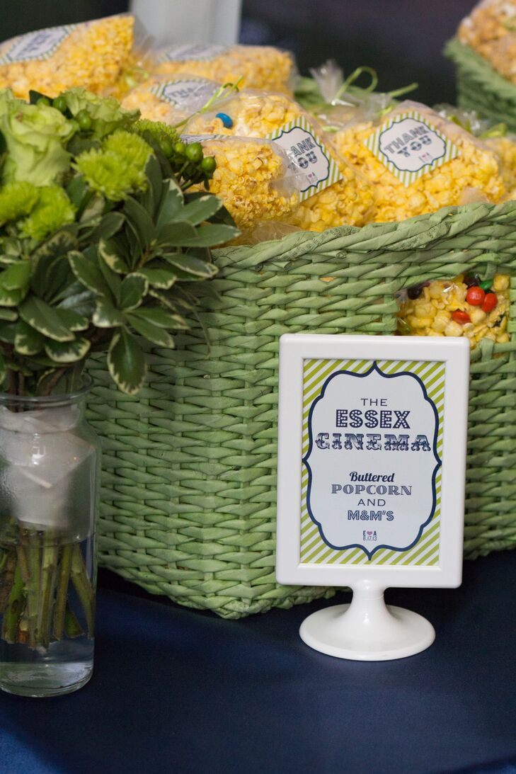 As a nod to the fact that the couple met working in a movie theater, bags of popcorn were displayed in green baskets and given out as favors.