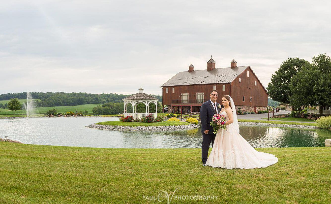 Harvest view barn at hershey farms elizabethtown pa for Wedding dresses reading pa