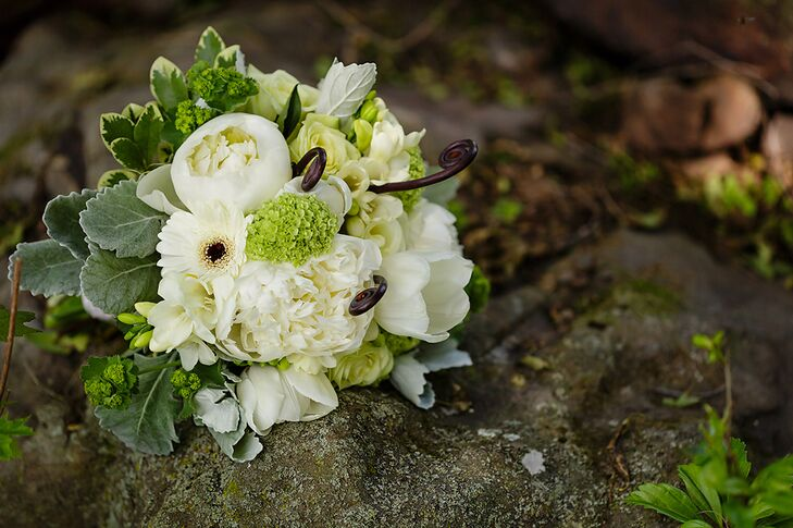 The bridal bouquet consisted of ranunculus, hydrangea and anemone flowers.