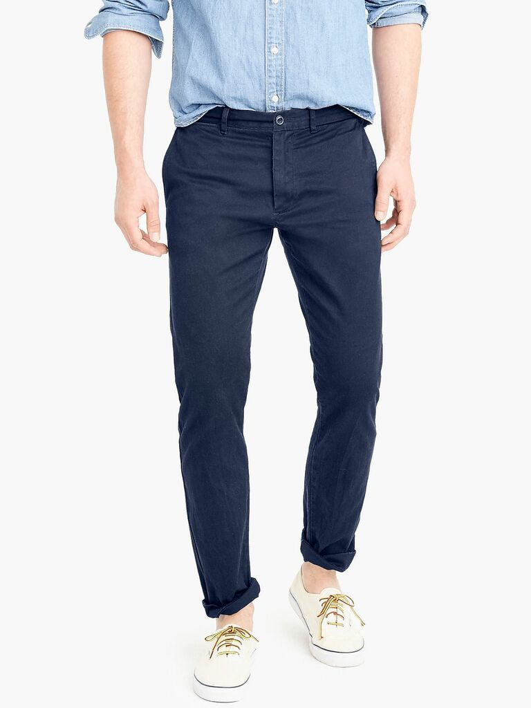 Slim-fit stretch chino pant in navy blue