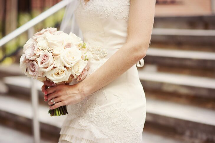 Heidi carried elegant ivory and blush roses with some ivory balsa-wood blooms.