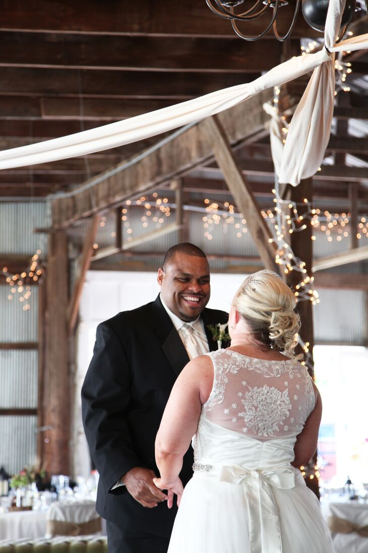 Melissa Flick (35 and a nurse) and Michael Lounis (43 and a regional account manager) met online. One year later, Michael surprised Melissa with an im
