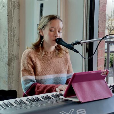 Carly Carroll Singing Pianist