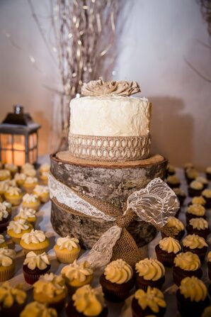 Rustic Burlap-Decorated Wedding Cake