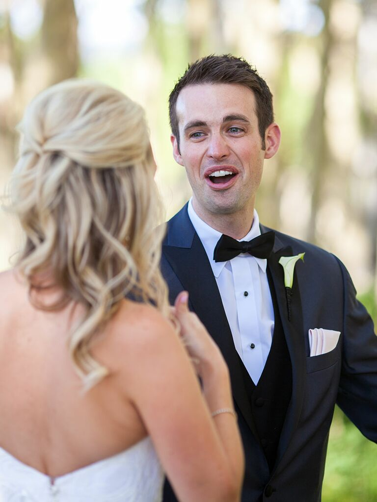 Groom reaction first look photo idea