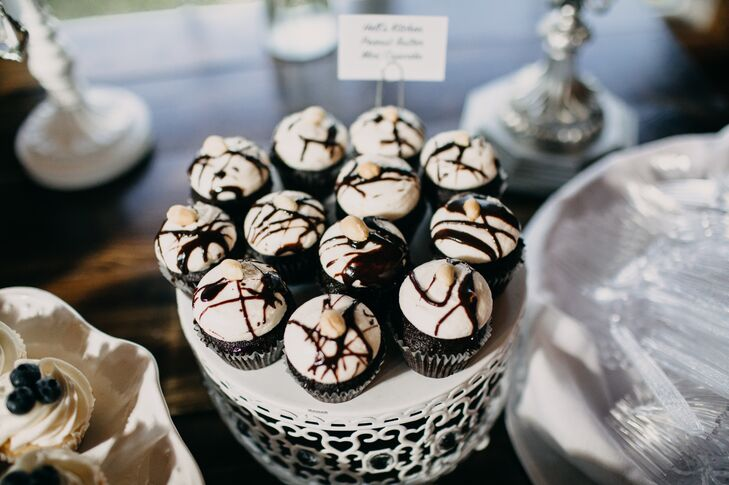 Chocolate Cupcakes with White Frosting and Chocolate Sauce