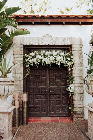 Reception Entrance with Glamorous Orchid Garland Décor