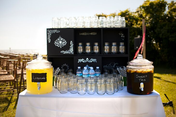 To ensure their guests were comfortable and cool during the ceremony, Sandra and Tim offered several different types of refreshments for guests to sip as they exchanged their vows.