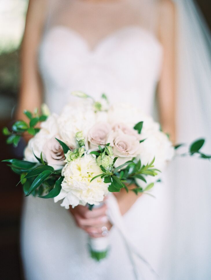 Monique's bouquet was a subtle, garden-fresh medley of white peonies and Earl Grey roses.