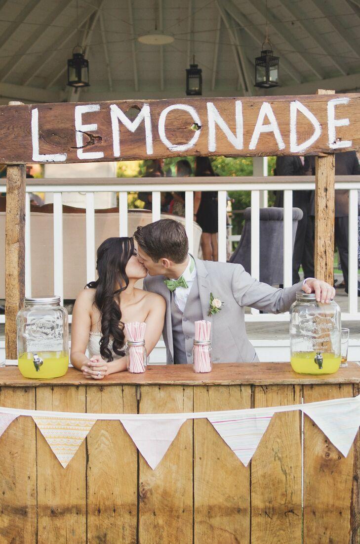 A vintage lemonade stand offered up an array of refreshing summer beverages served in mason jar drink dispensers.