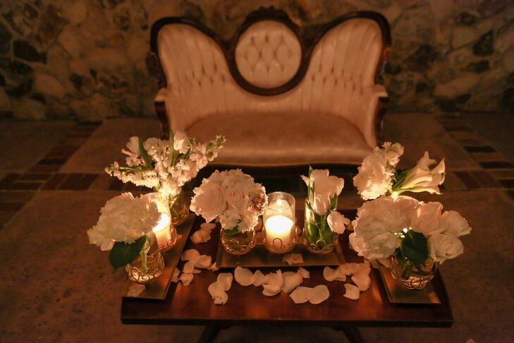 Vintage Lounge With Bright White Flowers