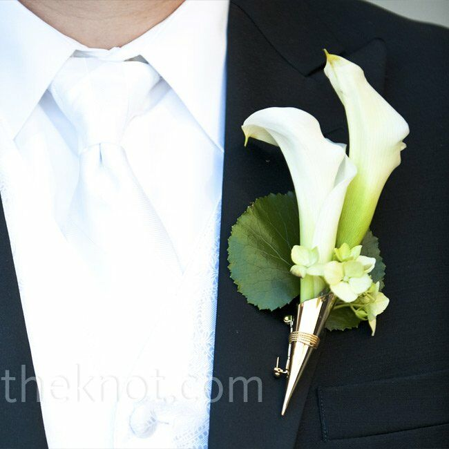 White calla lilies and tiny white blooms were framed by a round leaf for a natural look.
