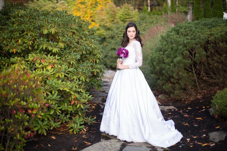 Olivia wore a classic wedding dress with lace sleeves for her fall wedding.