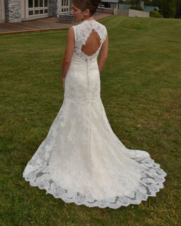2e275395b23 Antique Lace Keyhole Back Wedding Dress