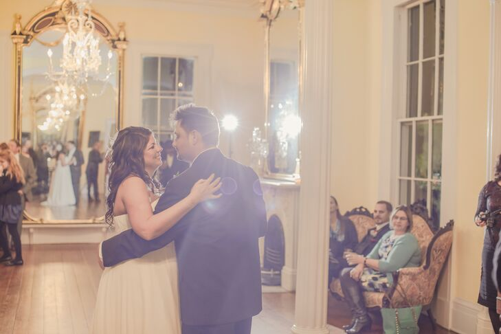 Danielle and Dameon kicked off a lively night of dancing by taking to the floor for their first dance.