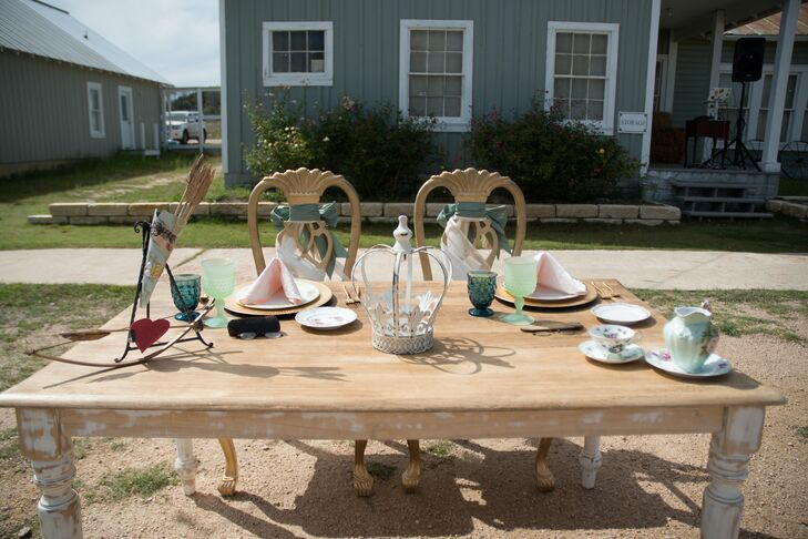 """""""The ranch is a beautiful place but I wanted to add in more vintage pieces, so I looked for antique furniture that just needed a little fixing up,"""" says Kate. The couple's sweetheart table featured an eclectic blend of vintage items."""