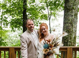 Hannah Herring (26 and a registered nurse) and Aaron Thompson (28 and an asphalt foreman) started out as friends in high school before dating for nine