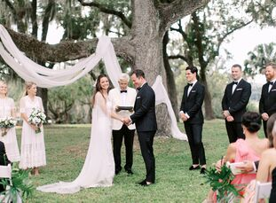 Bronwyn Hunter-Shortly and Craig Hunter hosted a garden-inspired destination wedding in Lake Wales, Florida. One of the main motifs was Florida citrus