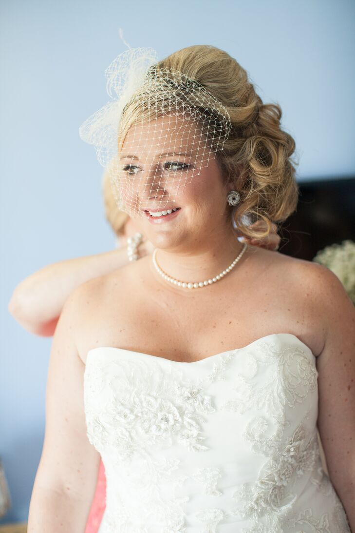 Bride S Curly Side Parted Updo Birdcage Veil And Pearls