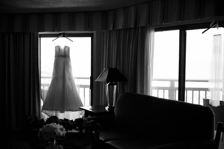 While perusing The Knot, Stephanie found Exquisite Bride in Murrysville, Pennsylvania where she purchased her Maggie Sottero wedding dress made of Paris chiffon.