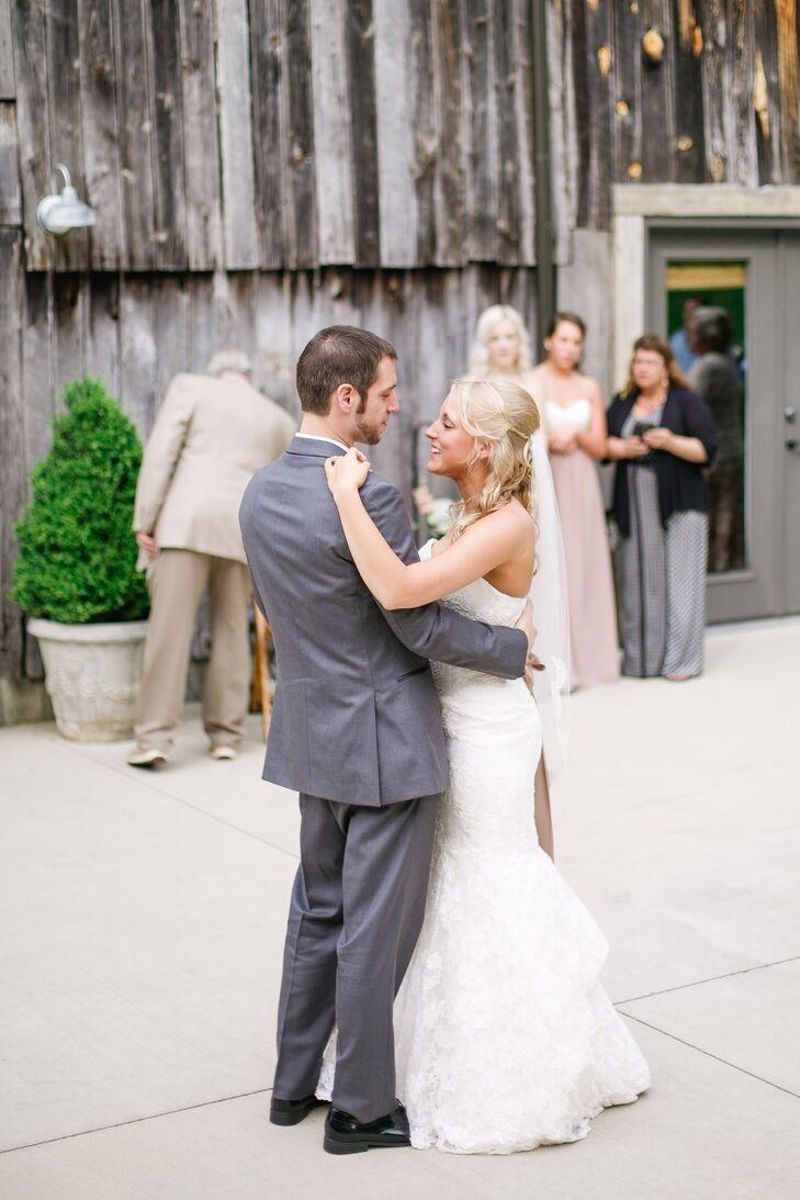 Lace Mermaid-Style Wedding Dress