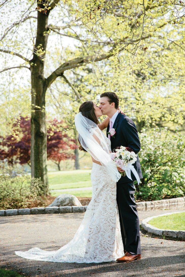 Jenna Martin (29 and a PR director) and Michael Hilzenrath's (29 and a sports producer for NBC-NY) wedding was all about creating a rustic and elegant