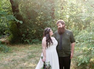 The woodland setting made up of hiking trails atRon's Pond inMonmouth, Oregon, embodied a natural feel for the nuptials betweenMiyako Taylor (25 an