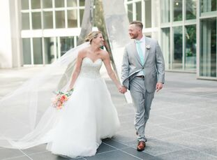 Samantha Thrift (25 and a VP of customer experience) and Steven Smith (28 and an operations manager) threw a spring wedding bash at the Foundation for
