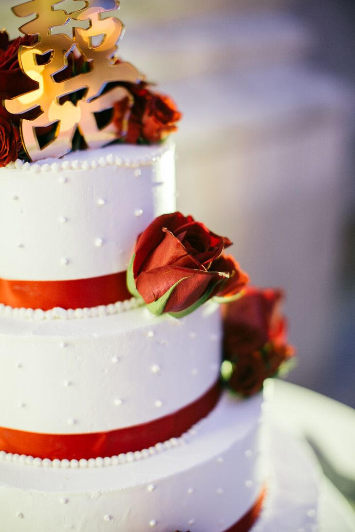 Red Rose Decorated White Wedding Cake