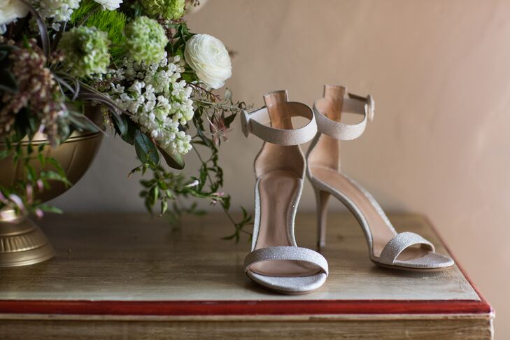 Sticking with her neutral palette, Olga chose strapy nude heels with just a hint of sparkle.