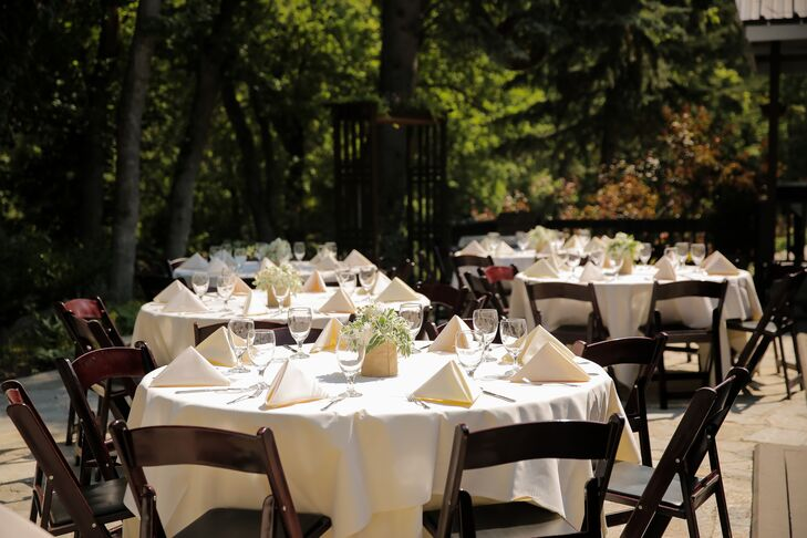 Because the reception took place in the afternoon heat of summer, guests were served a light menu of roasted chicken, salmon, vegetables and salad.